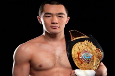 Бейбит Шуменов завоевал титул чемпиона мира WBA в первом тяжелом весе